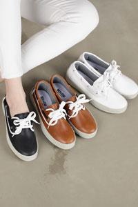 大人っぽいスタイルやカジュアルなスタイルにぴったりな女性靴 Choco Padding