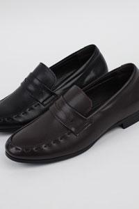 ベーシックなデザイン@カジュアル日常コーデにもマッチしやすい男性靴! Ubis Band