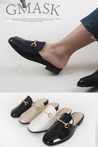 脱ぎ履き楽なのはもちろんベーシックなデザインなので様々なコーデにぴったり!Touch