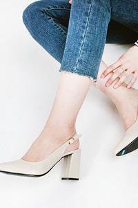 8㎝ヒールで脚を綺麗に魅せてくれます! Repple803